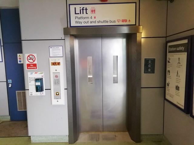 Lift on platform 4, photo credit: Govia Thameslink Railway