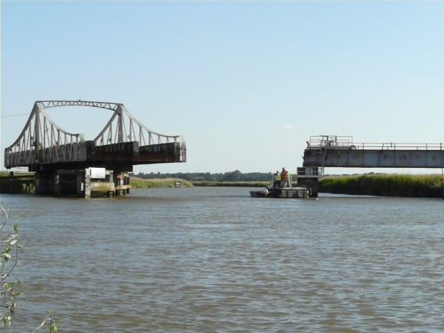 Somerleyton swing bridge (2)