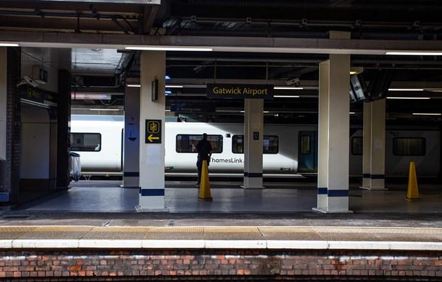 Gatwick Airport station, platforms 3+4