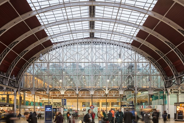 Paddington Station 24/7 – Railway staff prepare for the summer as temperatures begin to soar: Paddington Shops