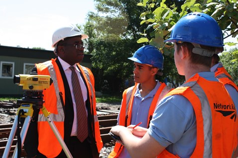 David Lammy MP meets Network Rail apprentices002