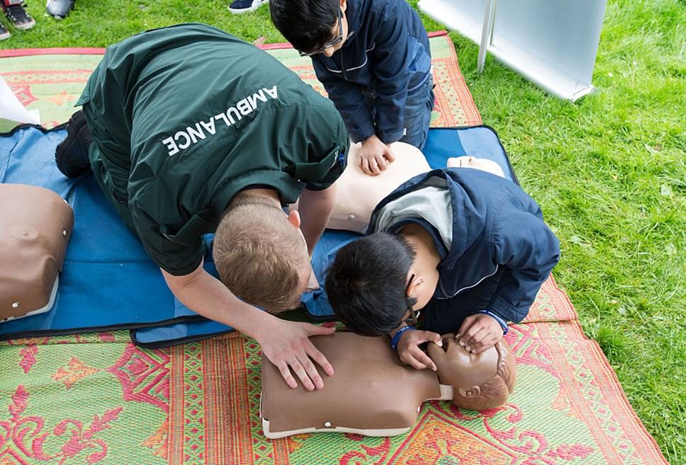 Scotland celebrates creating a Nation of Lifesavers: ambulance 28