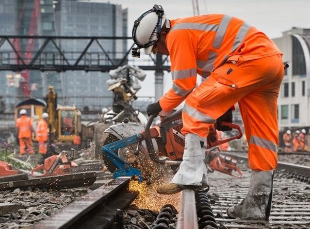 Rail passengers reminded to check before they travel ahead of August bank holiday weekend: London Bridge 3-5