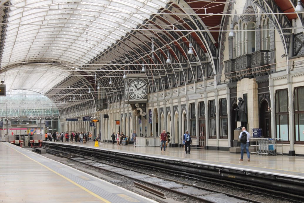 Paddington Station 24/7 – Engineers race against the clock to fix vital piece of equipment as rush hour on the rails rapidly approaches: Padd platform 1