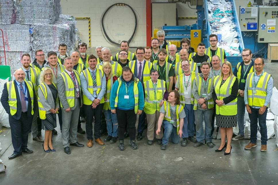 Contract Trafnidiaeth Cymru wedi'i ddyfarnu i Fenter Gymdeithasol sy'n helpu pobl yn ôl i waith: Lee Waters and the Elite Paper Solutions team
