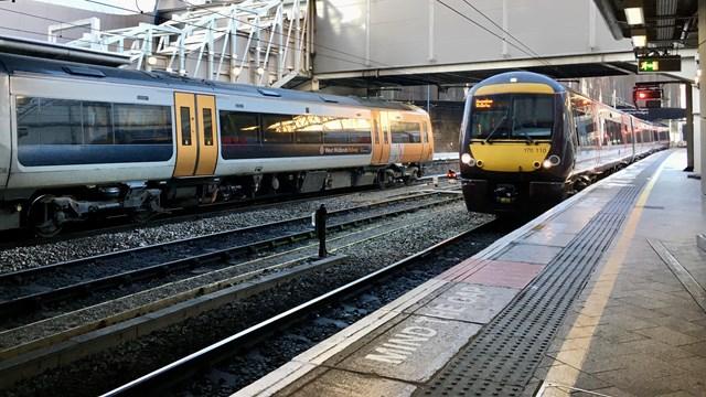 Birmingham New Street signal and platform 2
