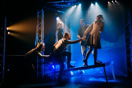 Shrapnel, Theatre Gu Leòr. Dealbh. Le Mihaela Bodlovic