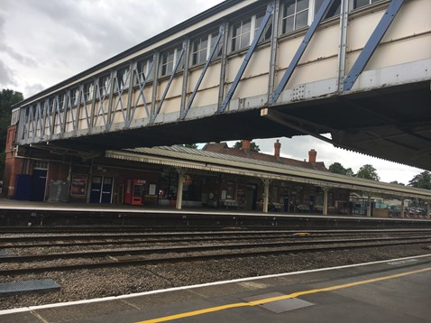 Current Newbury station footbridge looking west from platform 3
