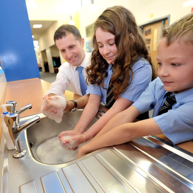 Teaching children to wash their hands: Copyright - Donald Macleod 07702 319 738 - clanmacleod@btinternet.com - www.donald-macleod.com. All rights reserved,