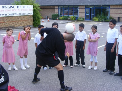 Football freestyler Colin Nell (2)