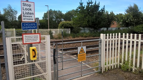 Kings Mill No 1 level crossing