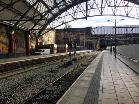 Platforms 1 and 2 at Liverpool Lime Street-2