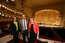 First Minister Nicola Sturgeon and TripAdvisor Senior Vice President Robin Ingle announce a new collaboration between VisitScotland and TripAdvisor during a meeting at Carnegie Hall in New York 3