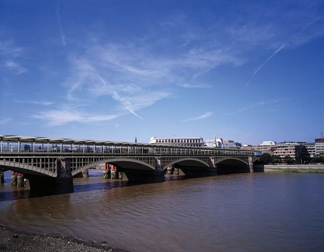 Thameslink - Blackfriars bridge: Image of Blackfriars bridge with new roof (part of the Thameslink Programme)
