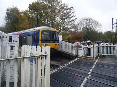 Farnborough level crossing 1