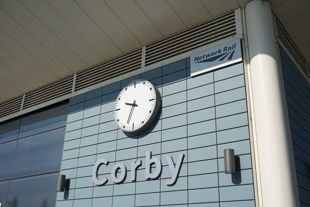 Work due to start to extend platform at Northamptonshire station: Corby clock at station
