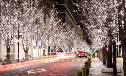 A Siemens Christmas Carol: White lights street scene 2M