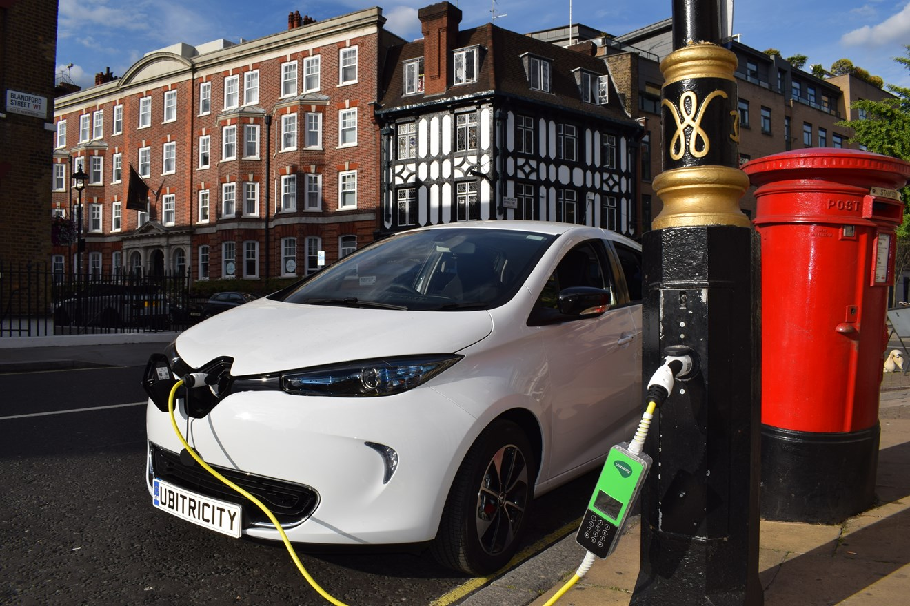 Siemens to deliver innovative EV charging infrastructure as part of GULCS framework: ubitricity-lamppost