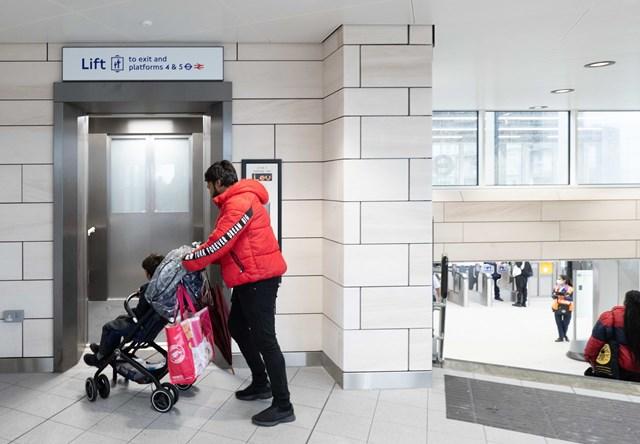 Hayes & Harlington station lift to platform-2