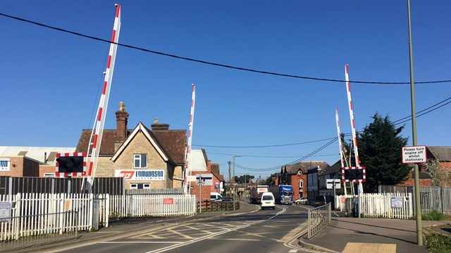 Drivers and pedestrians risk their lives at Bicester level crossing: London Road level crossing Bicester