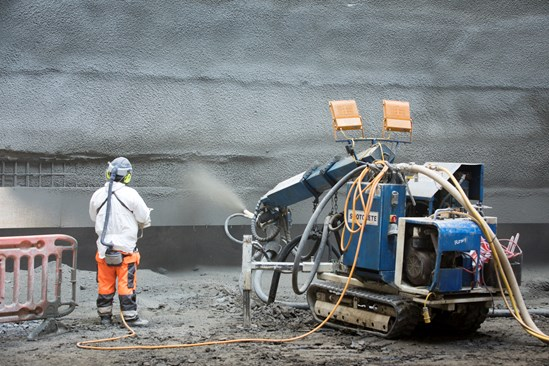 Sprayed concrete lining being applied at the foot of the Victoria Road access shaft in Old Oak Common, August 2021 HS2-VL-28116