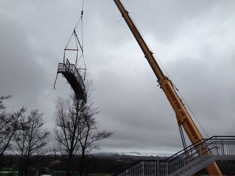 Removing old station footbridge 2
