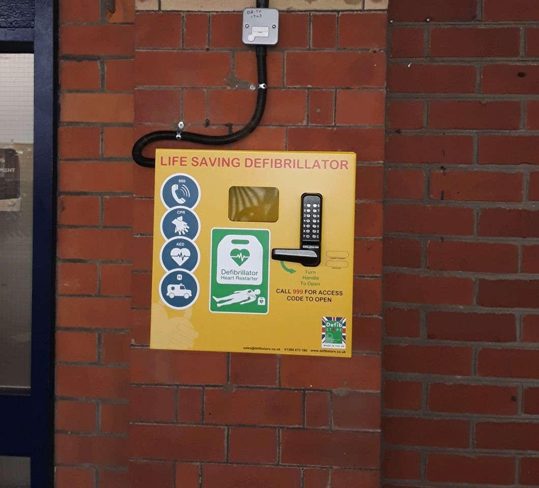 New defibrillators installed at stations in Yorkshire and Lincolnshire: Lifesaving defibrillators have now been installed at six railway stations in Yorkshire and Lincolnshire-2