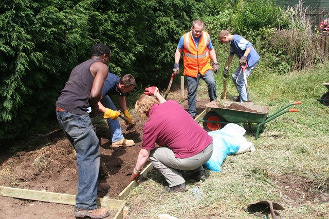 TV4- BTCV Moorgate: Network Rail volunteers building a new path at Moorgate School, Tamworth