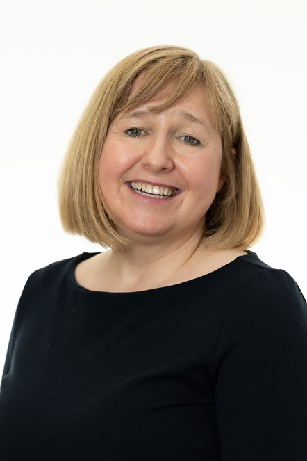 Lynne Neagle (P)
