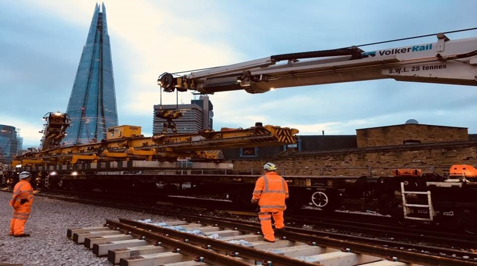 London Bridge panel laying: The Kirow lays in panels on the tracks to the west of London Bridge, which will be used by Thameslink trains from May 2018.