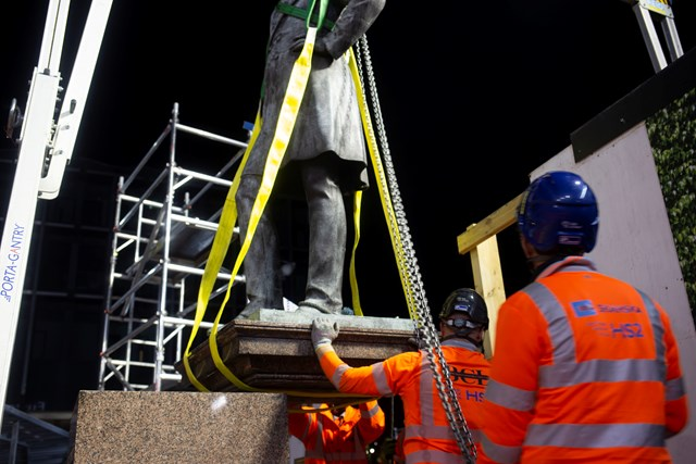 Workers carefully removing the 1871 Robert Stephenson statue at Euston