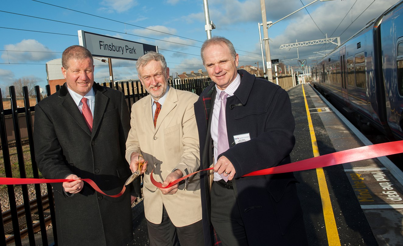 Longer trains on longer platforms at Finsbury Park: Longer platforms opened at Finsbury Park