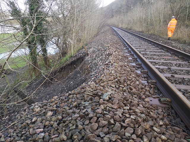 Passengers between Shrewsbury and Newtown are urged to check before travelling on Sunday as Network Rail undertakes emergency work following storm damage: Welshpool 07.03.20 (002)