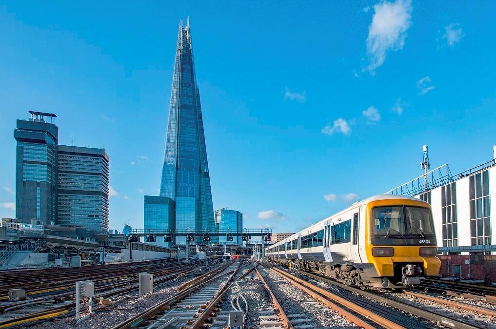 PointsShardTrain: The tracks are now complete  around London Bridge station