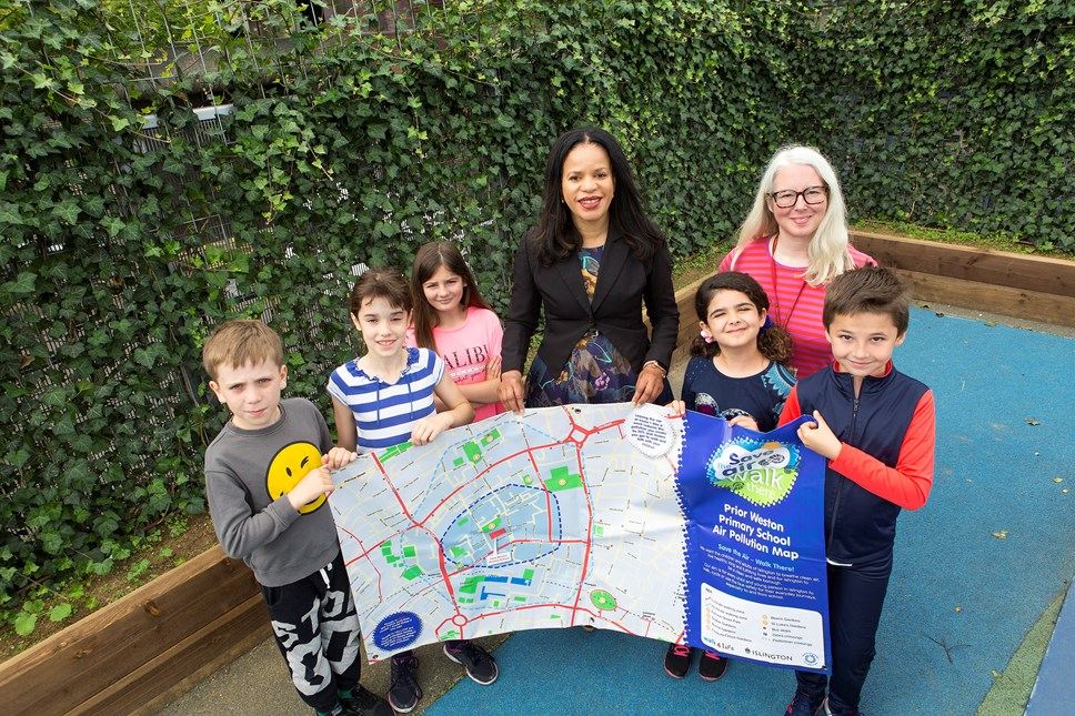 Green ivy screens helps tackle pollution as Islington launches school air audits: Pupils at Prior Weston School with the new ivy screen and air pollution map, with Cllr Claudia Webbe (centre) and Tamzin Barford (back right)