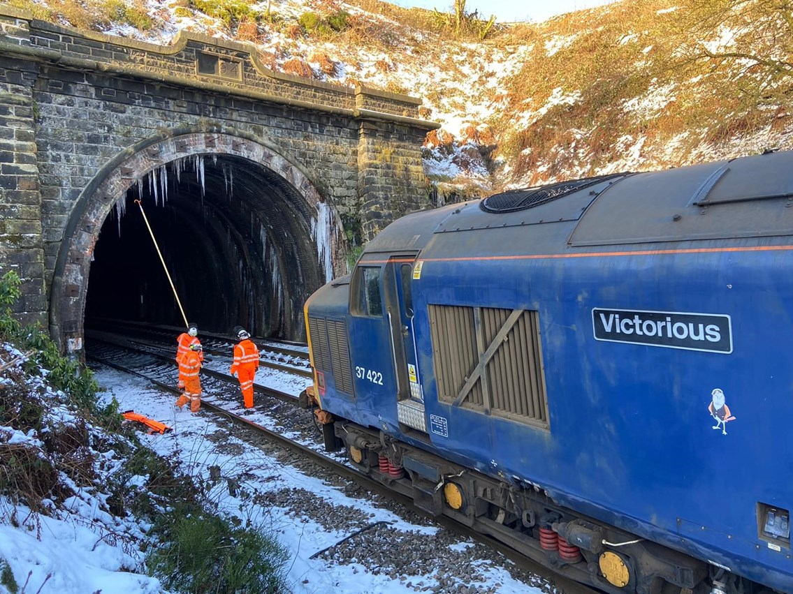 FROZEN Network Rail teams tackle ice across West Yorkshire to keep vital services moving: Network Rail teams tackle ice across West Yorkshire to keep vital services moving