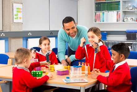 Y grant lleihau maint dosbarthiadau'n 'gwneud gwahaniaeth go iawn' i ysgolion Cymru: Reducing infant class sizes - Progress report 2017-19 - Images - Getty Images 487741060 (cover)