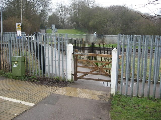 Temporary closure of St Albans footpath level crossing: Cotton Mill Lane level crossing