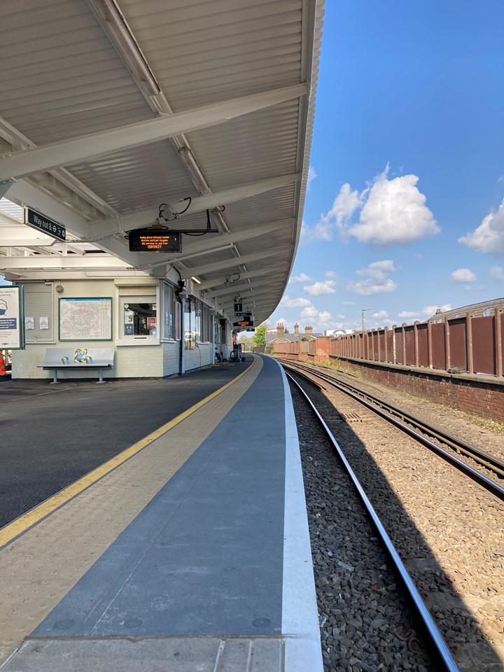 Platform at Balham station