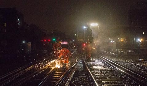 London Victoria - working in the rain