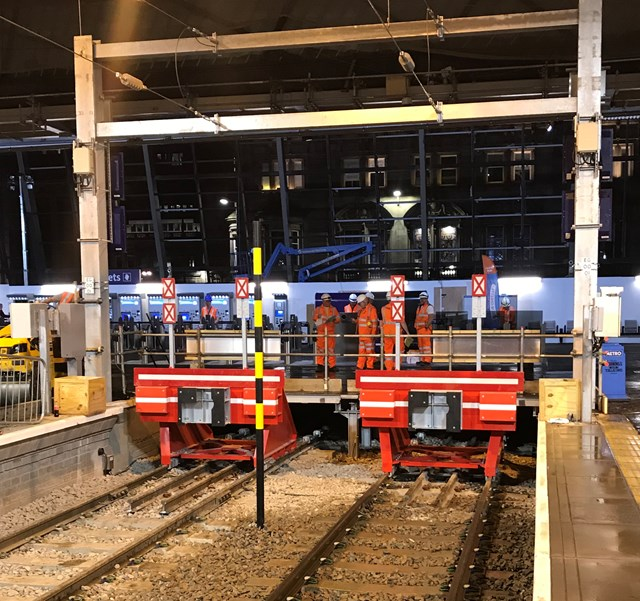 Queen Street: New buffers at extended platforms 2&3.