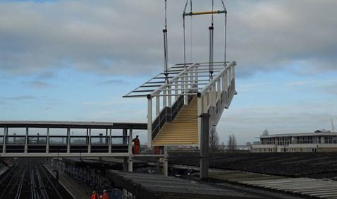 Ipswich footbridge lifted in (2)