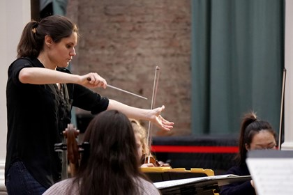 Bulgarian Conductor wins the Siemens Hallé International Conductors Competition: Delyana Lazarova winner of the Siemens Halle Conductor Competition