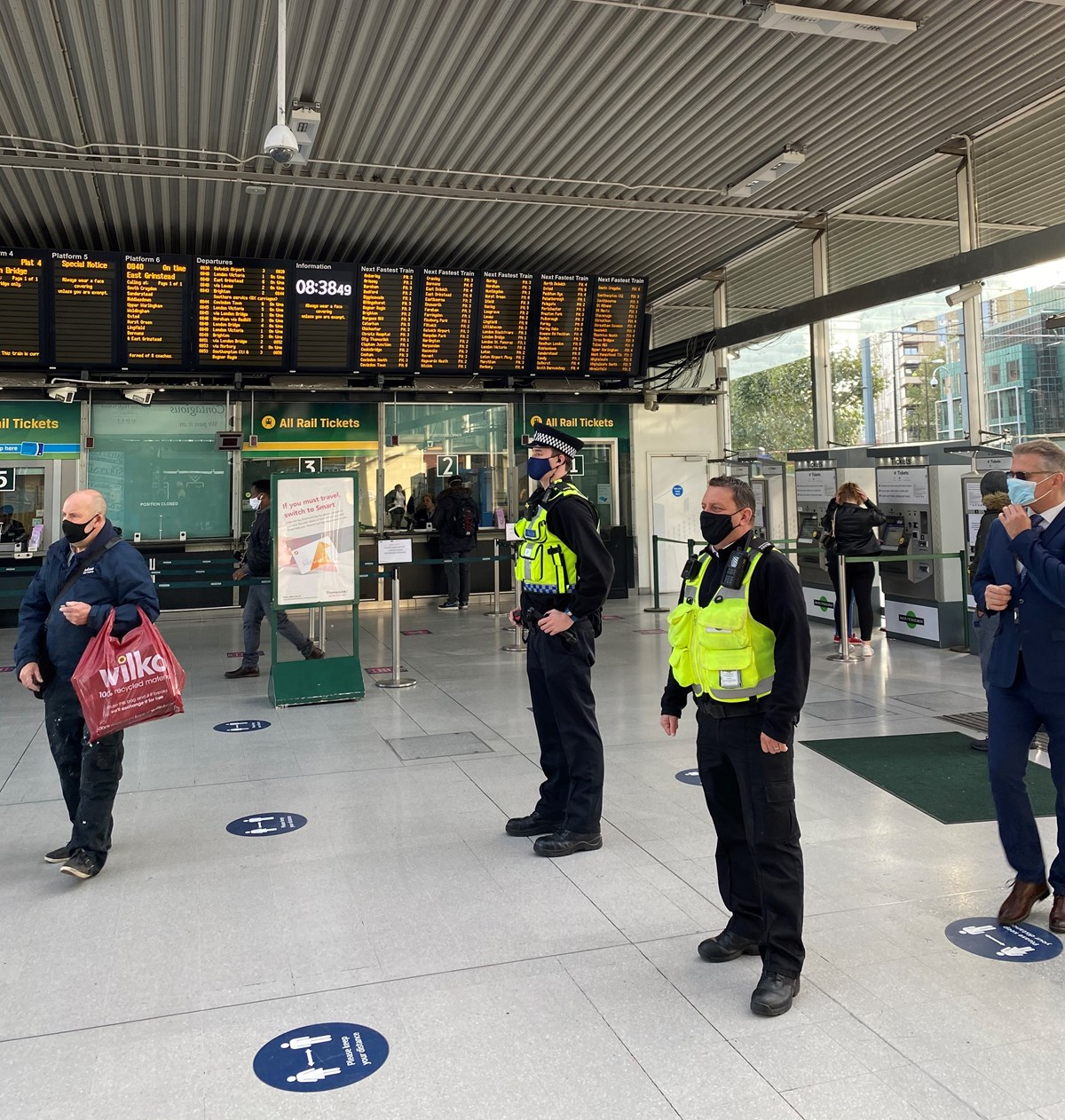 PC Lloyd and Southern employee Phil at East Croydon railway station