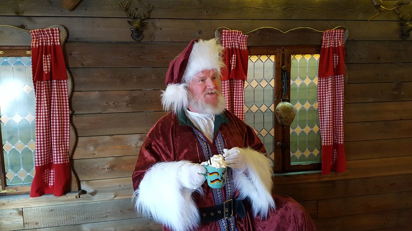 Santa flies in to check out city's Christmas market: 20161117-131315.jpg