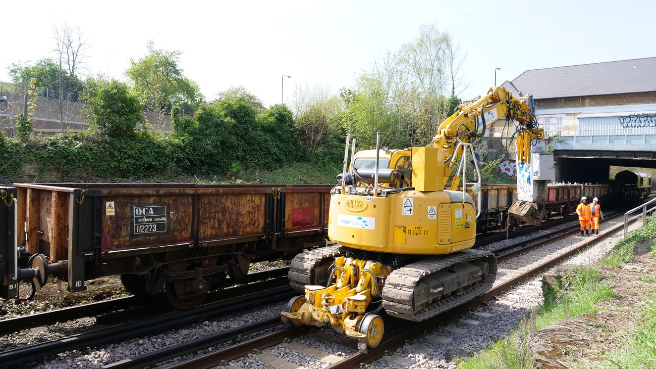 Lifting location case today at Eltham Junction on the South East route