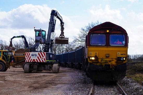 HS2 helps UK rail freight bounce back as 100th train rolls into Bucks construction site: Calvert 100 freight trains