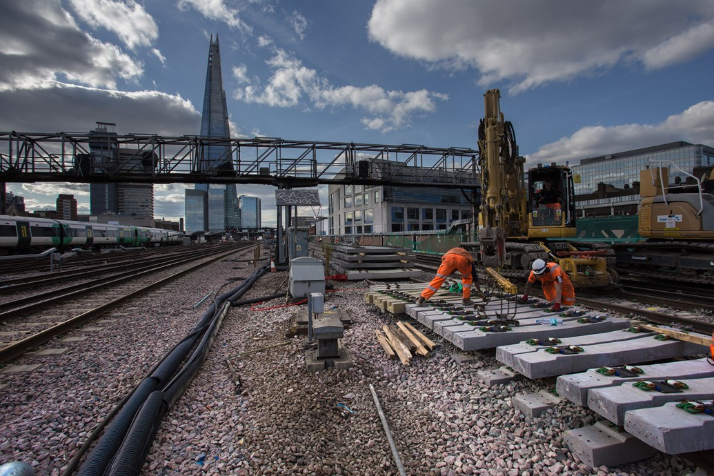 PICTURES and VIDEO: New track comes into use after successful Network Rail Easter engineering investment in the South East: Working through sunset at London Bridge