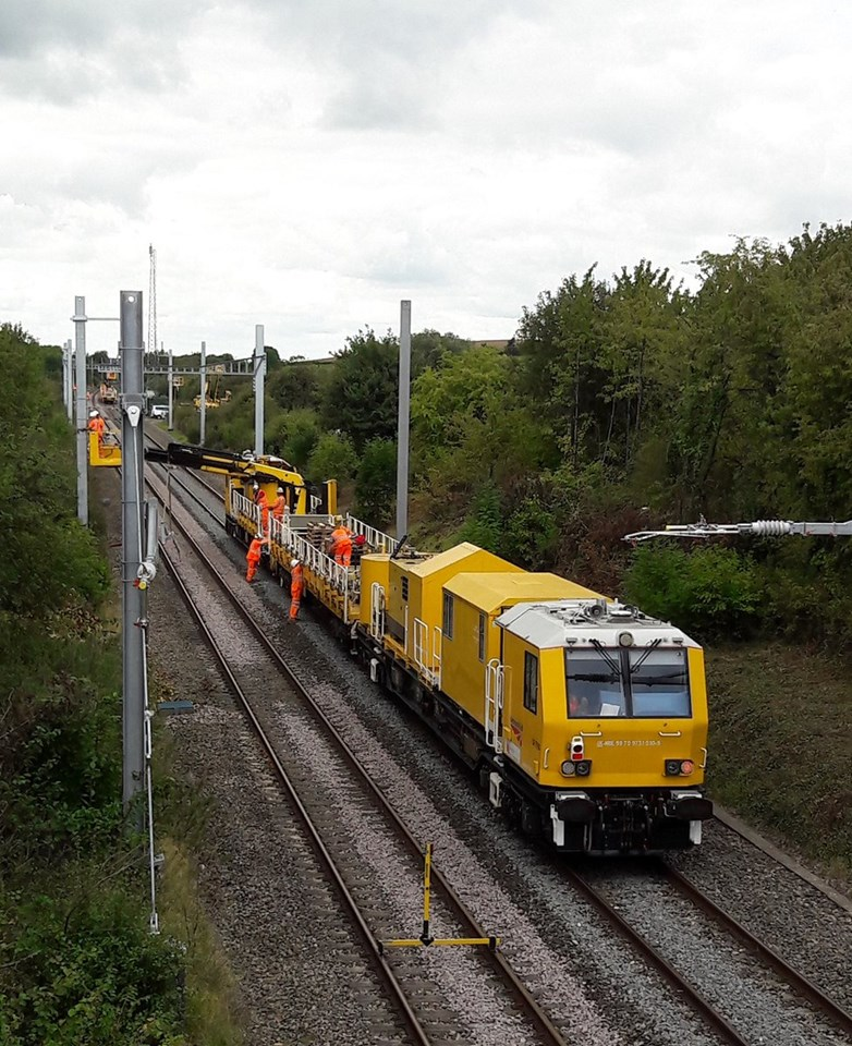 Electrification to Bristol Parkway continues in November which means motorway will be closed overnight at weekends: HOPS wiring