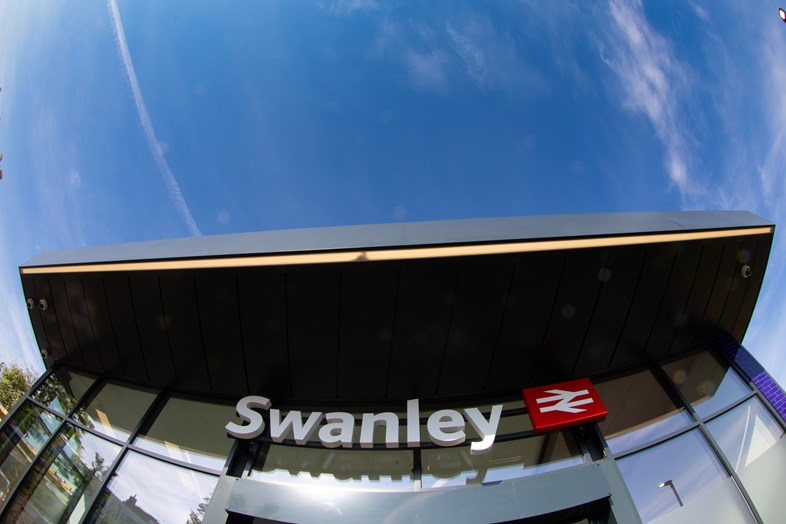 Swanley station's new ticket office opens for business: Swanley 28052021-020